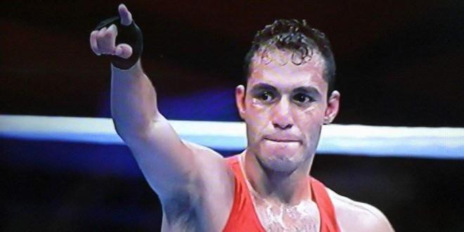 بطل الملاكمه حسام بكر يكرم من قبل محافظ بورسعيد