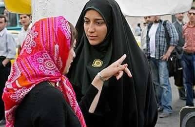 الولي الفقيه والخوف المتزايد من المرأة.. دمج 7200 عنصر آخر من الإناث لقمع الإيرانيات