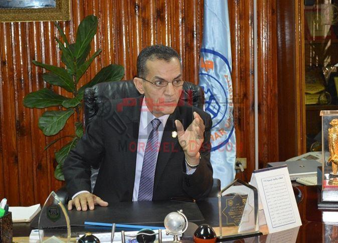 أسرار قبول استقالة رئيس جامعة الأزهر: شهاداته مزوَّرة