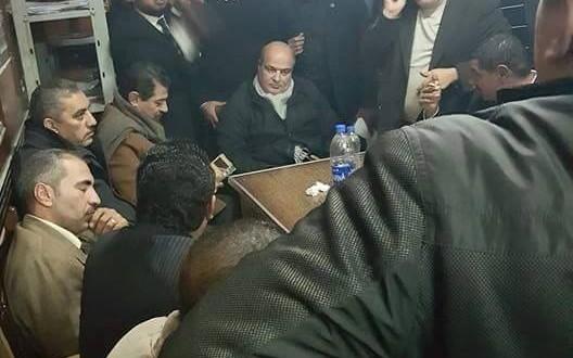 اعتصام محامى السادات بمقر المحكمه بسبب اهانة ضابط شرطه لزملاؤهم