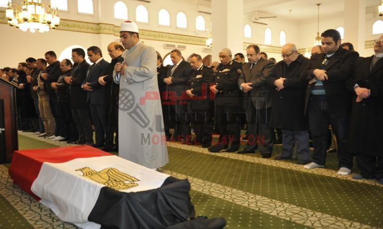 بالصور: وزير الداخلية ومحافظ الجيزة يتقدما الجنازة العسكرية للشهيد الرائد أحمد الرفاعى