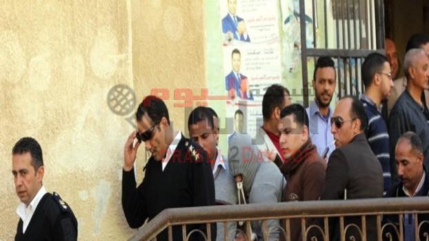 احتجاز 4 «صعايدة» بمحيط محكمة أكتوبر بالتزامن مع محاكمة تيمور السبكي