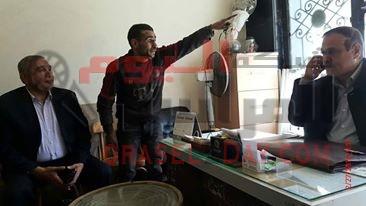القبض على شخص يحاول سرقة الكشافآت بشارع محمد نجيب