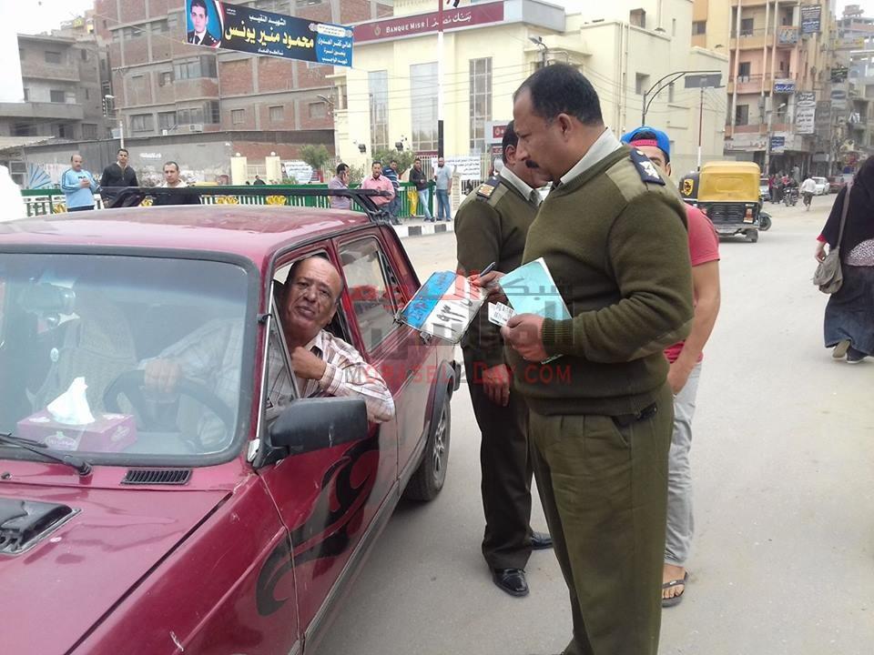 بالصور تحرير 302 مخالفة مرورية وحجز 12 توك توك لمخالفتها قواعد السير بمدينة فاقوس بالشرقية .