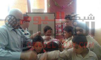 غرب الفيوم التعليمية يسلم هدايا مدارس الرسالة لفصل أطفال الشوارع.