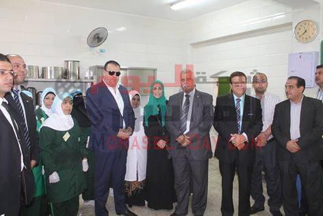 محافظ الفيوم يُشيد بمبادرة بنك الطعام في تغذية تلاميذ مدرسة محمد سالم