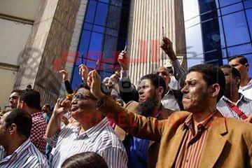 #عاجل#: تظاهرة أمام نقابة الصحفيين وسط #القاهرة