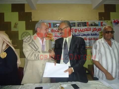 مدير مدرسة بالفيوم يتنازل عن يوم الزيادات في امتحانات الثانوية العامة لصالح مصر