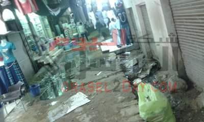 بالصور مياه الصرف الصحي تغرق سوق ادفو