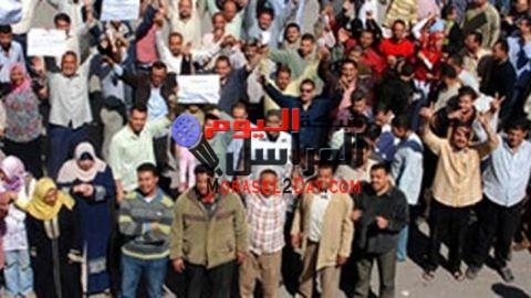 الغضب يسيطر على عمال شركة بنها التابعة لحديد   بسبب انتهاء العقد المبرم بينهم وشركة عز، وعدم إعطائهم أي حقوق أو مكافآت.