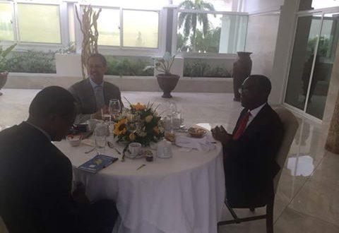 رئيس الوزراء الكونجولي يقيم مأدبة إفطار لتوديع سفير مصر