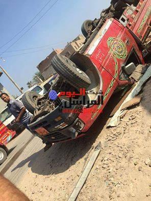 بالأسماء إصابة 11 شخصًا فى حادث انقلاب سيارة ربع نقل بالفيوم