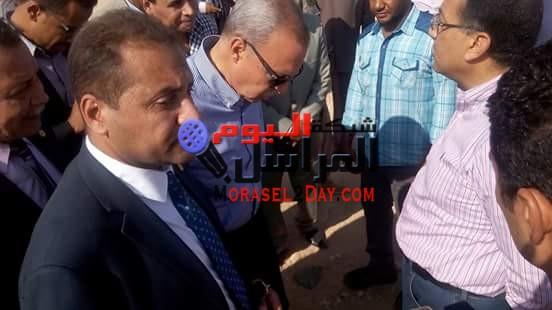 بالصور -وزير الإسكان فى زيارة لمحافظة قنا