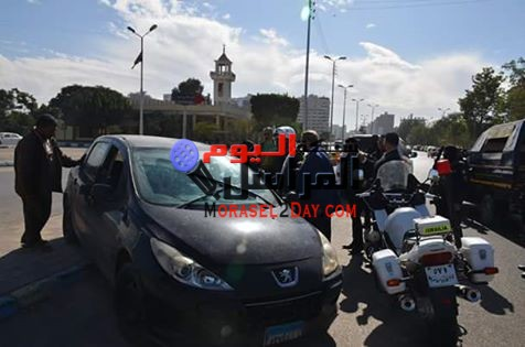 محافظ الاسماعيلية يسحب رخصة قيادة احدى السيارات لسيرها عكس الاتجاه