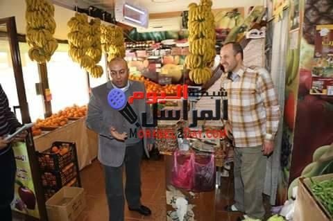 بالصور عبد الباسط يفاجئ السادات ويقرر إغلاق المحال والمنشأت الغذائية الغير ملتزمة بالإعلان عن أسعار السلع الأساسية.
