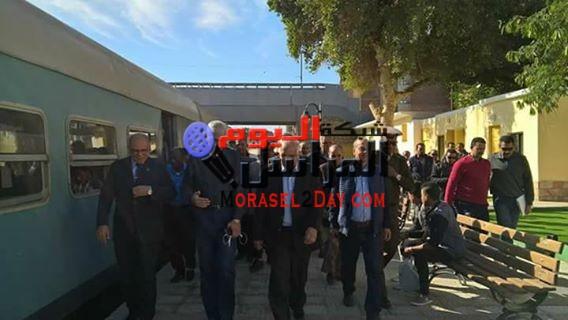 بالصور وزير النقل يتفقد محطة اسوان للسكك الحديدية