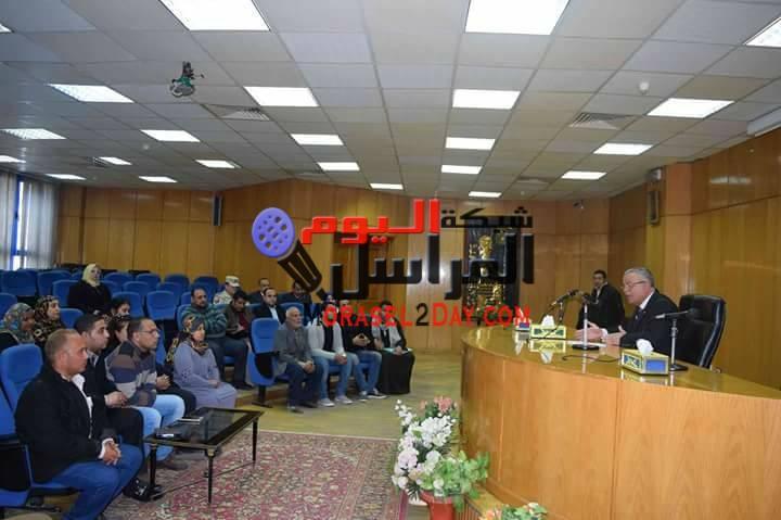 محافظ المنيا يلتقى حاجزى إسكان مجلس المدينة لبحث مشكلاتهم