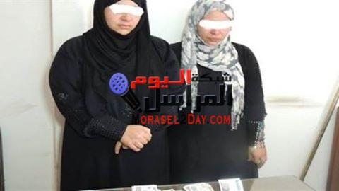سيدتان تسرقان سعوديين بمساعدة مسجل بعد الزواج منهما عرفيًا بالفيوم