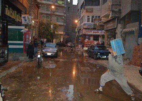 """""""ماسورة مياه"""" تغرق شوارع """"السهراية"""" بالفيوم.. والأهالي: شلت حركتنا وسط تجاهل المسؤولين"""
