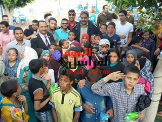 بالصورالنويشى ومأمور الشرطة يشهدان حفل يوم اليتيم بالواسطى بنى سويف