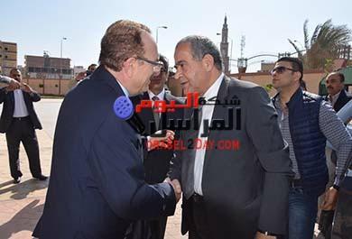 بالصورمحافظ بني سويف يستقبل وزيرى الزراعة والتموين