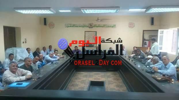 بالصور..المغربى يجتمع برؤساء الوحدات ومديرى إدارات الفشن لمناقشة مشاكل المدينة