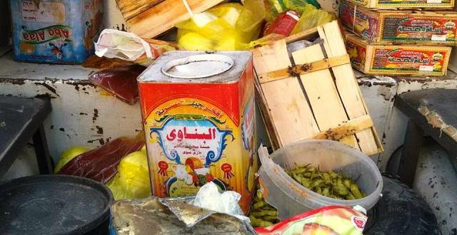 ضبط 300 كيلو مواد غذائية منتهية الصلاحية و 6500 لتر مواد بترولية ببنى سويف