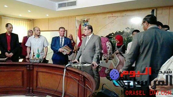 محافظ الفيوم يعتمد نتيجة الشهادة الإعدادية طالبتين توءم الاوائل
