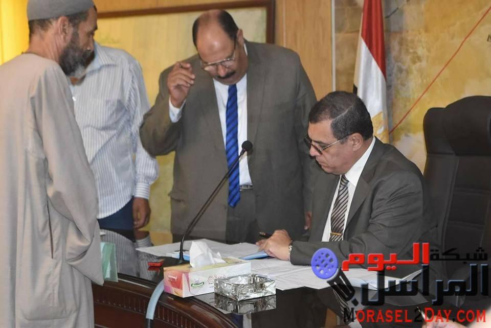 """بالصور…محافظ الفيوم يوافق على فتح مكتب للصحة بـ """" أبوعش """" وحصر المستحقين لمساكن الإيواء"""