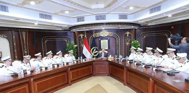 وزير الداخلية يعقد إجتماعا بعدد من السادة مساعدية ومديري الأمن ظهر اليوم