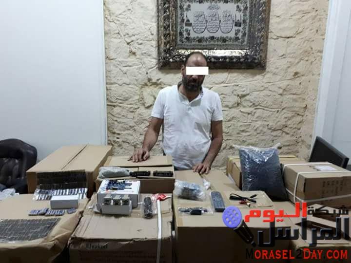 مديرية أمن القاهرة:  ( مباحث قسم شرطة عابدين بالقاهرة تتمكن من ضبط أحد الأشخاص لقيامه بسرقة 20 جهاز كهربائى من محل أجهزة كهربائية)