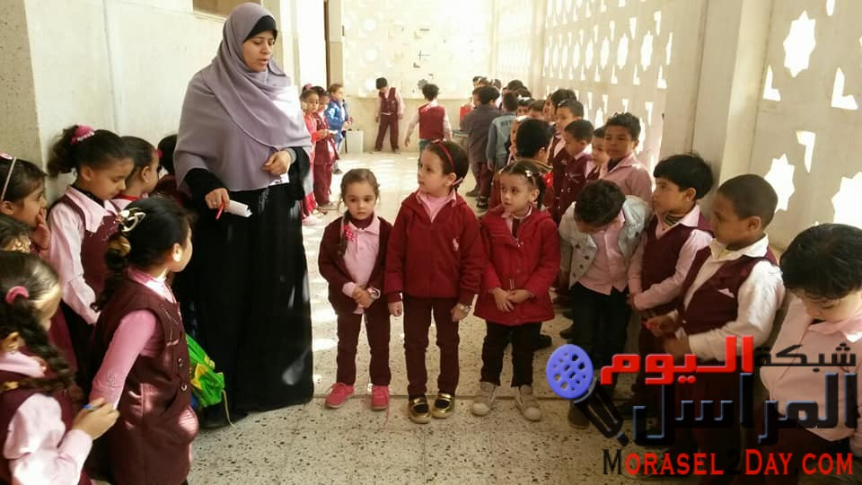 قصر ثقافة نجيب سرور يحتفل باعياد الطفولة وسط اطفال حضانة مدرسة اخطاب الابتدائية