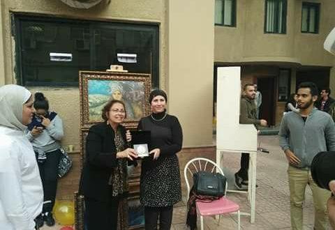 الأكاديمية البحرية تشيد بالاعمال الفنية لنيفين منصور وتكرمها في مهرجان شامبليون