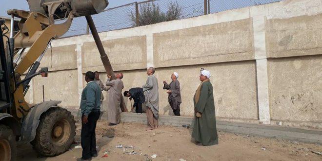حملة نظافةوتركيب عامود انارة بمدخل عزبة نصير وجورج بالوحدةالمحلية بسرياقوس