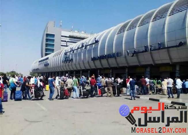 تأخر إقلاع طائرة بطار القاهرة أدى إلى تظاهر الركاب