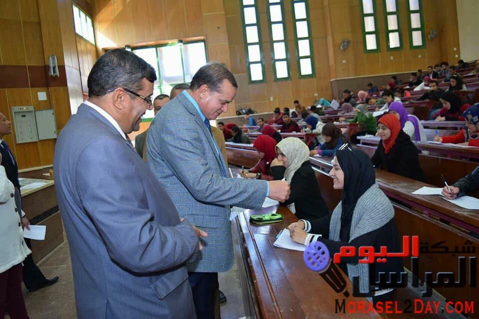 رئيس جامعة سوهاج يتفقد اعمال الامتحانات بكليتي العلوم والحقوق.