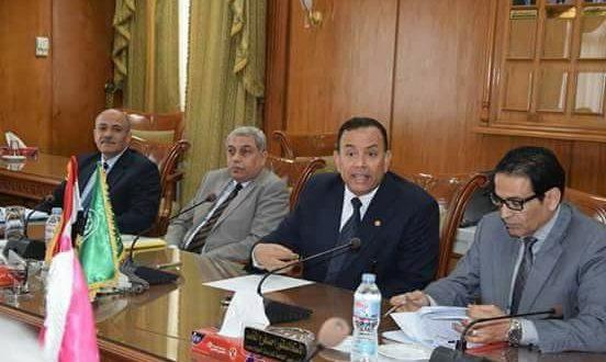 رئيس جامعة المنوفية يجتمع بلجنة مشروعات الخدمة الوطنية