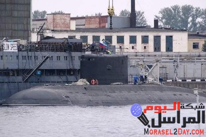 غواصة جزائرية وسفينة جر في طريقهما إلى روسيا لشراء غواصة جديدة