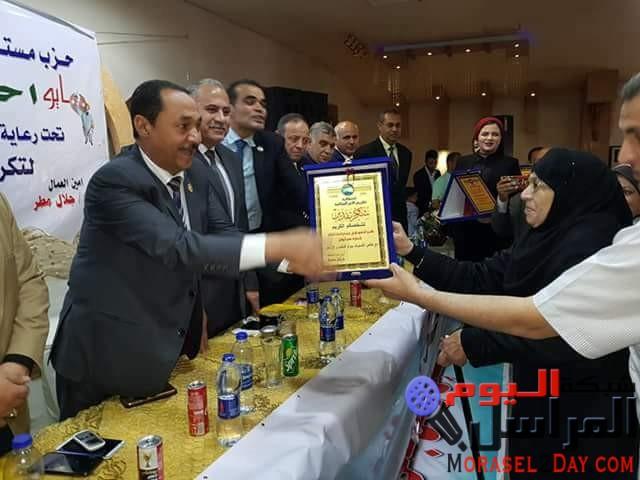 """بالصور…""""النويشى"""" ومستقبل وطن يكرم 100 موظف وعامل فى عيد العمال"""