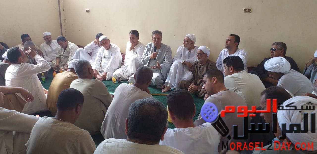 بالصور..نائب رئيس البرلمان العربى ينجح فى الصلح بين عائلتين فى الصف