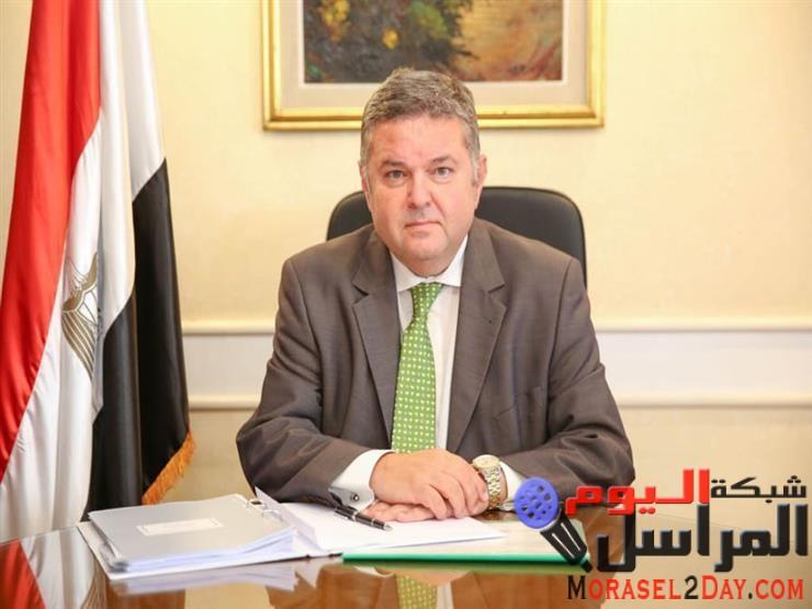 وزير قطاع الأعمال العام يلتقي رؤساء شركات تجارة الأقطان لعرض النظام الجديد للتداول في الفيوم وبني سويف