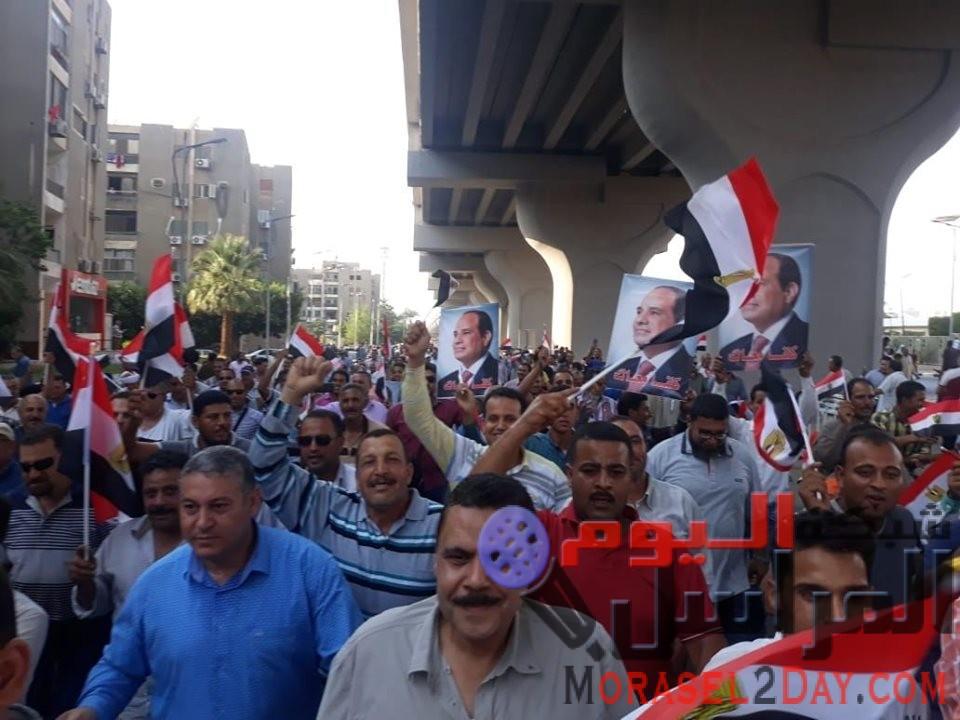 """هتافات العاملين لشركة الدلتا للسكر """"معاك ياريس من أجل الوطن .. تحيا مصر نعم للاستقرار """""""