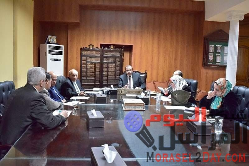 رئيس جامعة بنى سويف يترأس اجتماع مجلس ادارة المؤتمرات