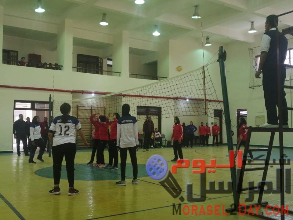 مباريات كرة الطائرة ضمن فعاليات أسبوع الفتيات الخامس بجامعة الفيوم الان.