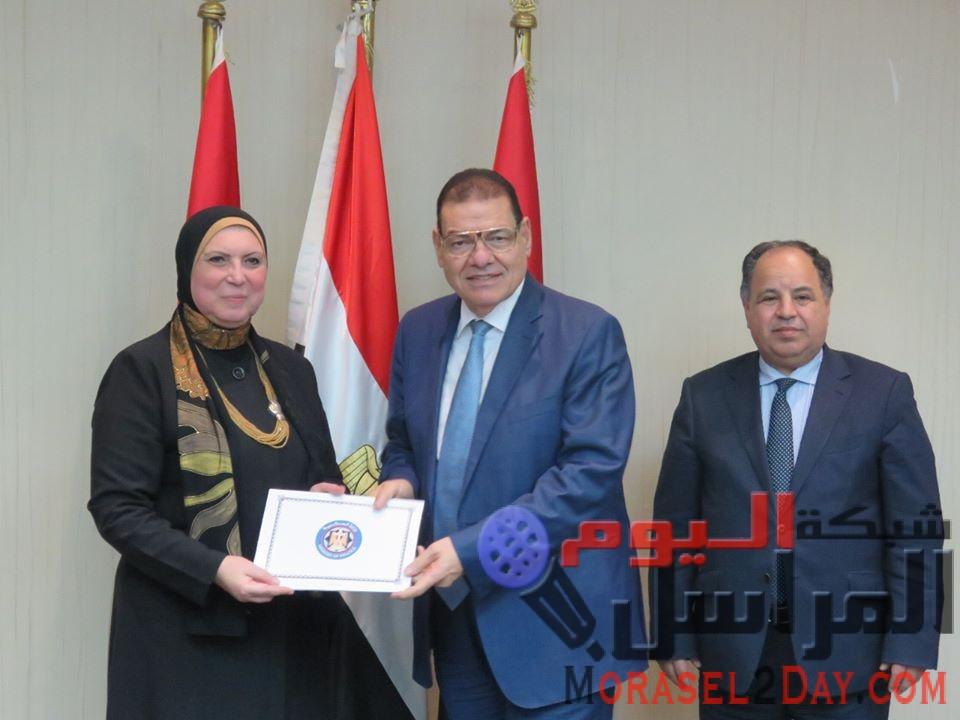 نيفين جامع: الحكومة حريصة على تقديم المزيد من التيسيرات للارتقاء بالصناعة المصرية وتشجيع المصدرين