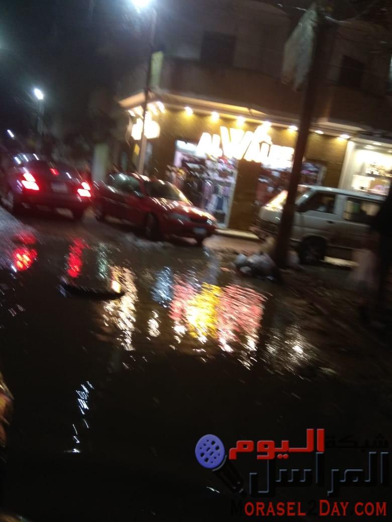 """شباب الصحفيين في موقع الحدث :بالصور """"دسوق"""" تغرق في شبر مية.. الشوارع برك ومستنقعات.. والمسئولين أغلقوا هواتفهم"""