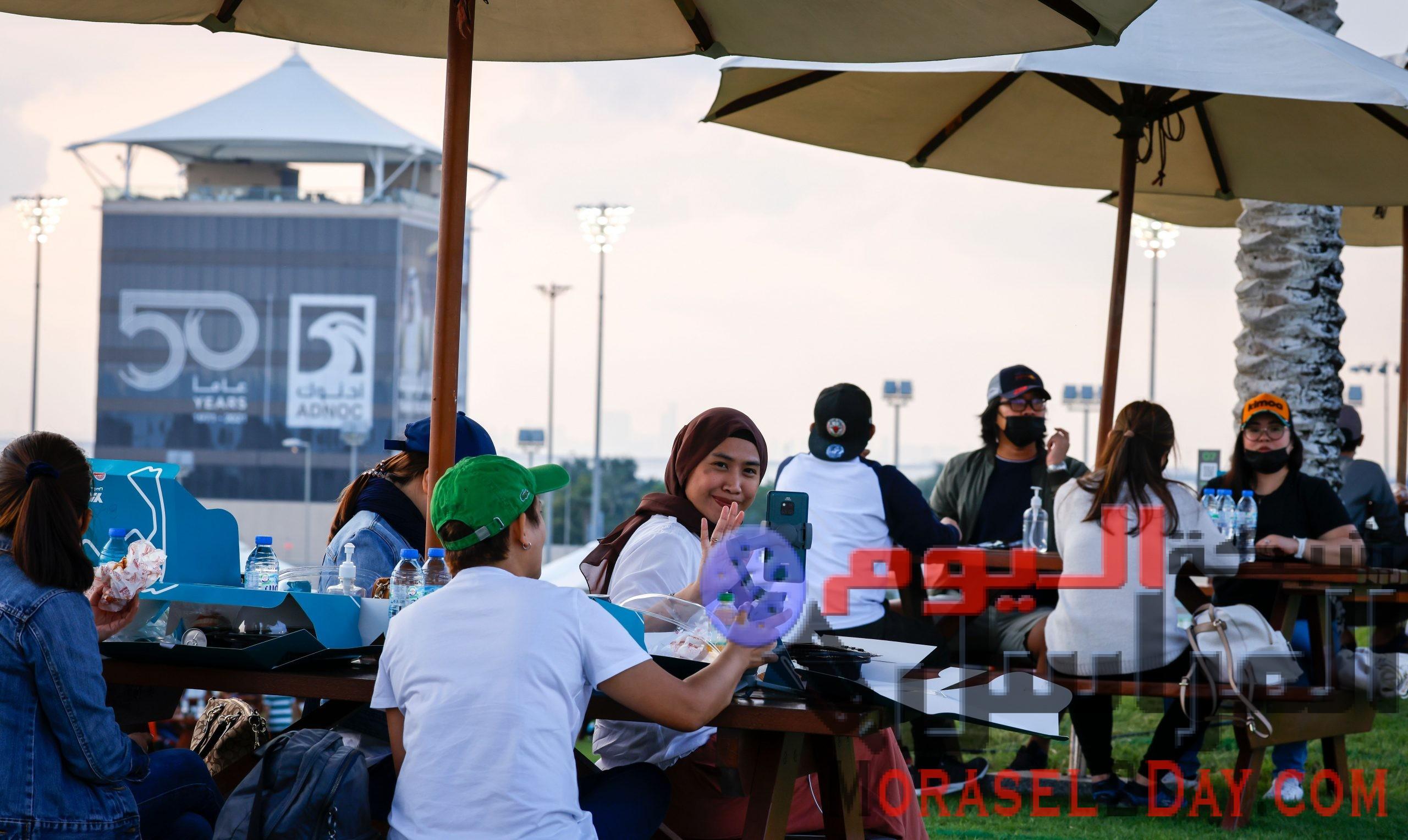 أبطال خط الدفاع الأول يستمتعون بالأجواء المميزة لسباق الجائزة الكبرى في أبوظبي يوم السبت