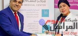 طبيبة عراقية تعالج النساء بإبتسامتها