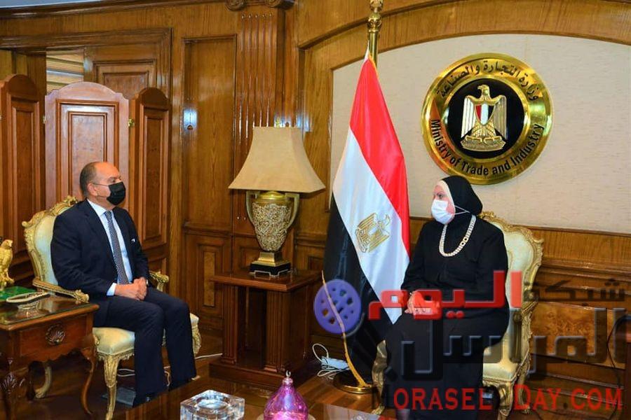 وزيرة التجارة والصناعة تبحث مع سفير الأردن بالقاهرة تعزيز التعاون الاقتصادي المشترك بين البلدين خلال المرحلة المقبلة