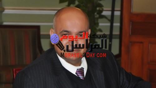 الدكتور عمرو الإتربى عميد كلية تجارة عين شمس سفير فوق العاده